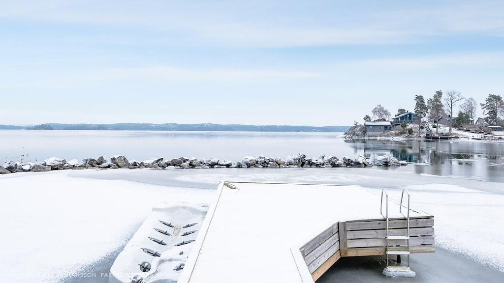 Vacker vinterbild på den egna bryggan...