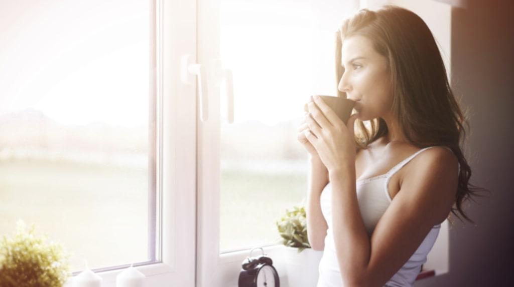 <p>Det tar nämligen mellan 8-10 timmar för 75 procent att koffeinet att lämna din kropp!</p>