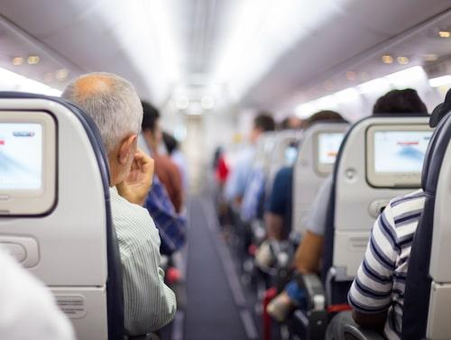 Att välja sittplats vid gången innebär högsta risk att bli smittad.