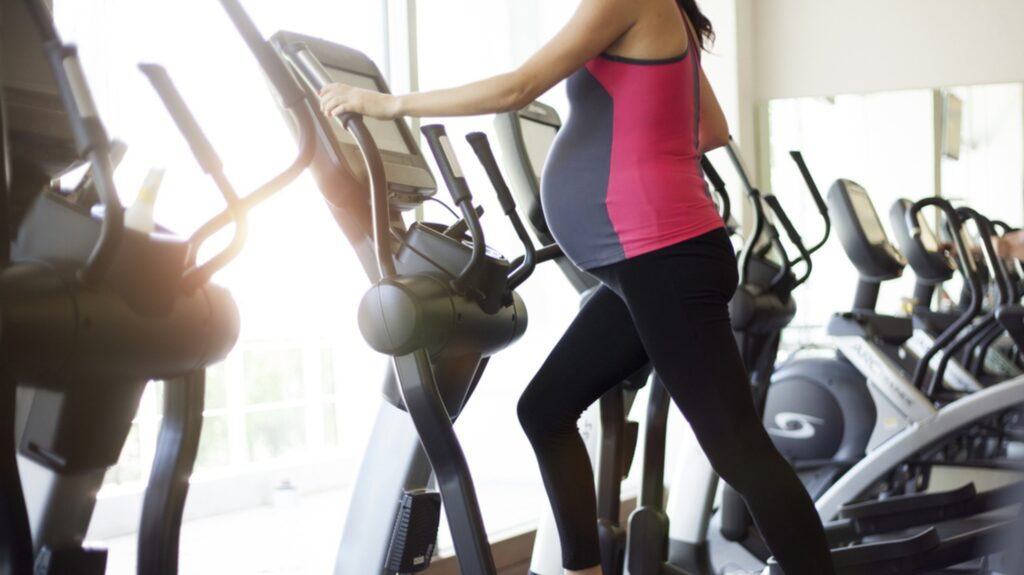 <p>Att träna under graviditeten är ett jättebra sätt att förebereda sig inför förslossning och småbarnstid. Här avlivar vi 5 vanliga myter.</p>