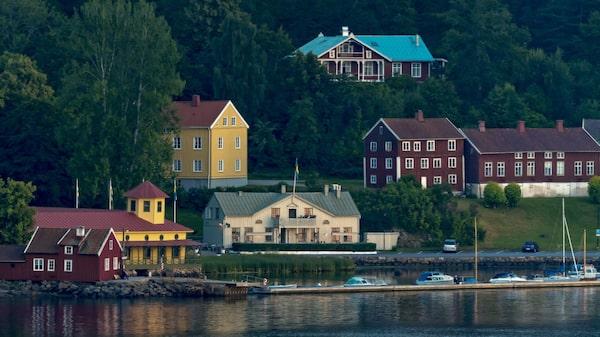 Sveriges första badort Gustafsberg lockade med hälsokälla och förlovningar.