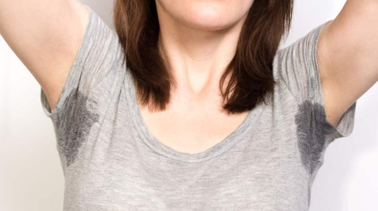 hur får man bort gula svettfläckar