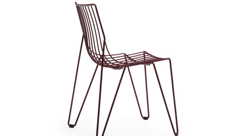 Elegant. Stol Tio easy chair av lackerad ståltråd, design av Massproductions, 2 725 kronor, Designbutiken.se.