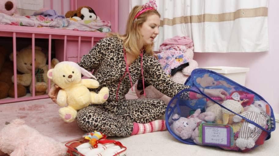 Victoria, 21, är en av stamkunderna hos Maxine och Derek. Hon tillbringar mycket tid i parets specialinredda barnkammare.