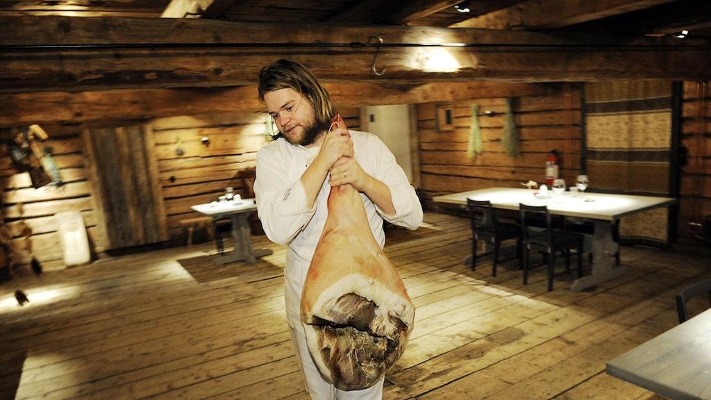 Fäviken Magasinet, där Magnus Nilsson är köksmästare, låg år 2016 på plats 41:a på den prestigefulla listan. I år hamnade restaurangen utanför topp 50.