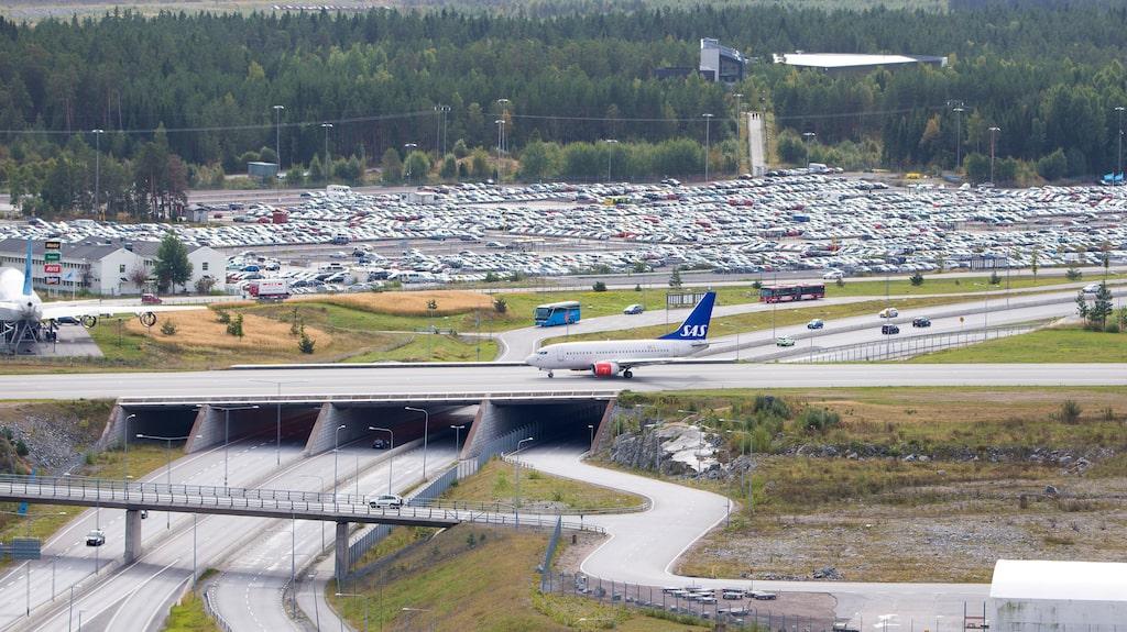 Även på Stockholm Arlanda korsar flygplanen motorvägen – men inga A380:s.