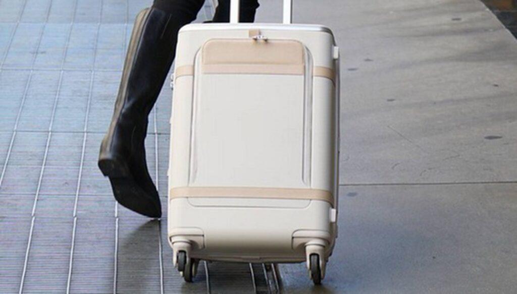 <p>Väskan ska ha fjädring i hjulen.</p>