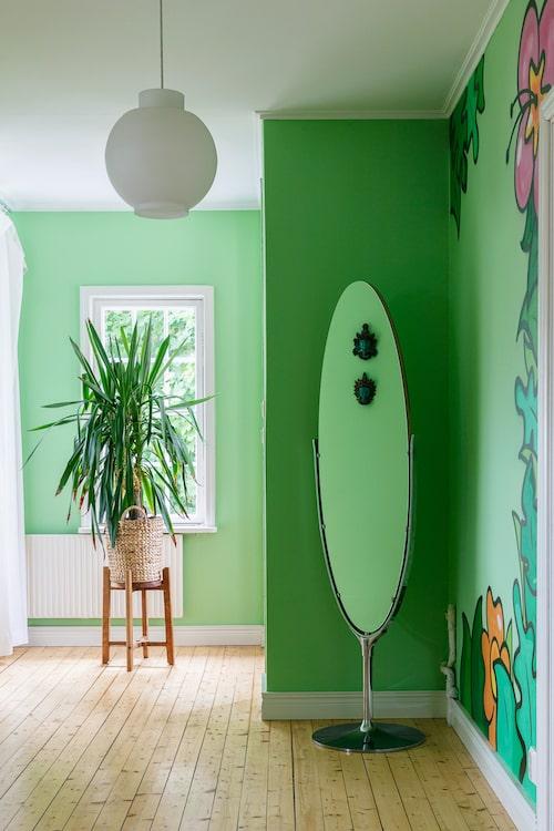 Spegeln kommer från en gammal klädbutik i Sundsvall.