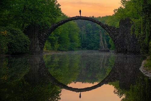 """Vid Rakotzbrücke är det alltid ett """"instamoment""""."""