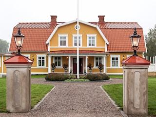 hus med gård