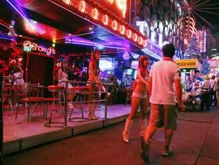 Prostituerade betalas for att halla sig inne