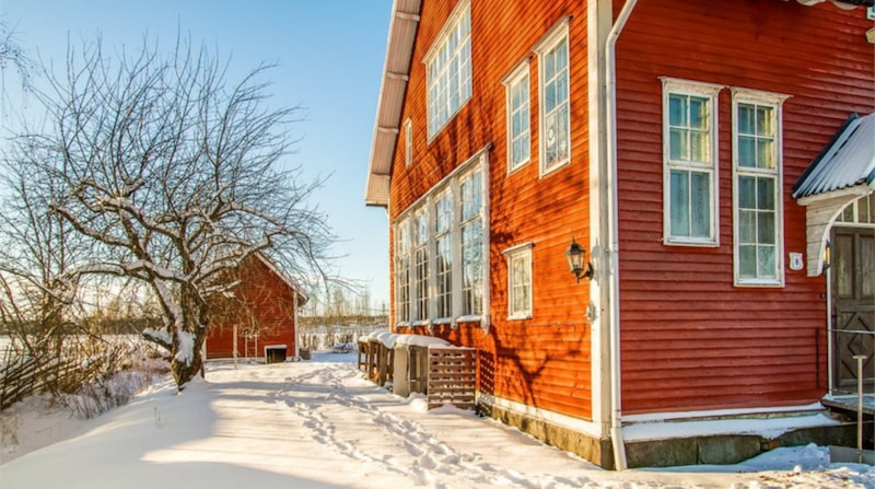 Gården är drygt 1 200 kvadratmeter.