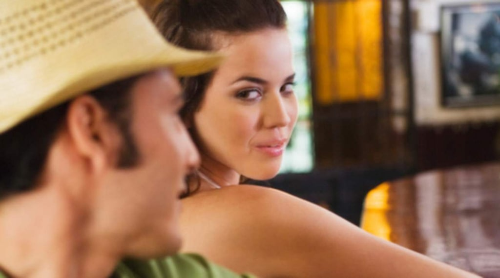 <p>Fyllekåt – alla i baren är mer eller mindre sexiga.</p>