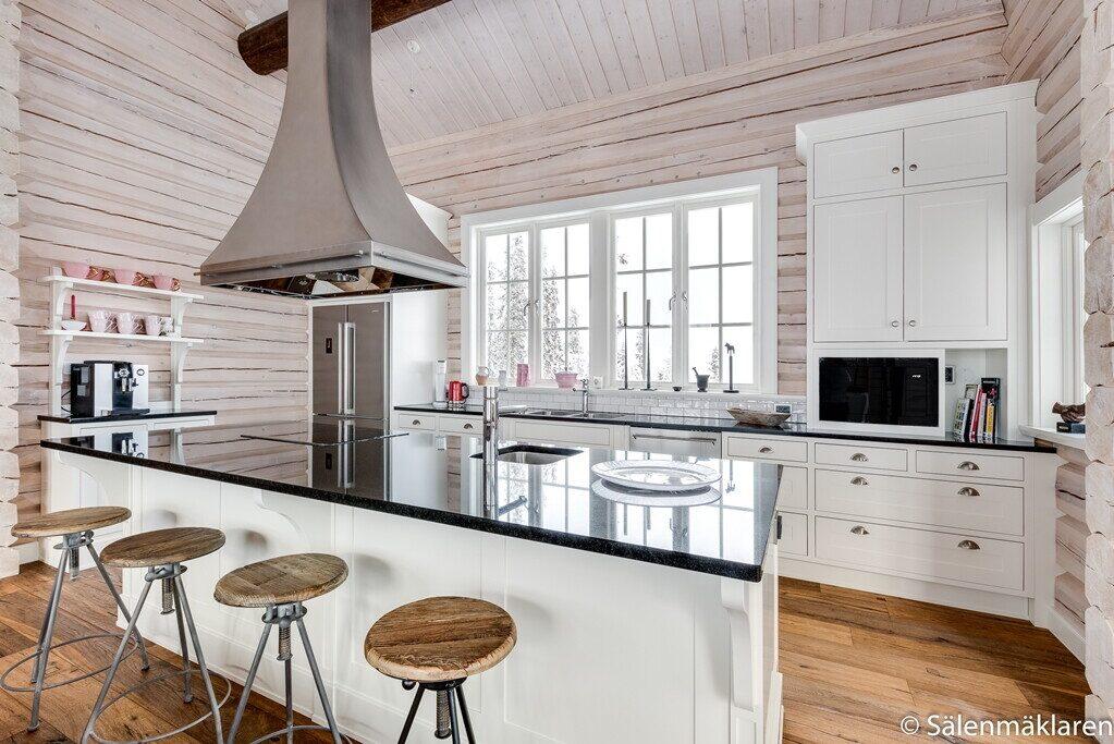 Köket har även en bardel där man kan sitta och äta eller ta en drink.