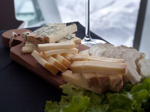 Ostbricka med blåmögelost, Taleggio och getost.