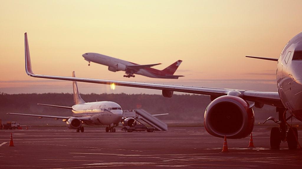 Att flyga till Thailand är inte längre lika häftigt som en tågsemester i Italien, enligt Greger Henriksson.
