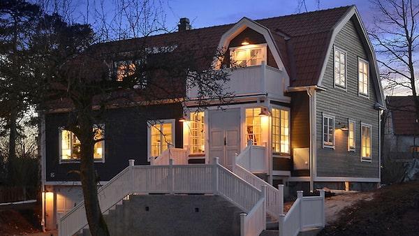 Vacker 20-talsvilla på Lidingö för 25 miljoner kronor.