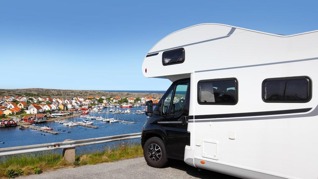Vill du campa vid kusten gäller det att boka stugan eller campingplatsen i tid.