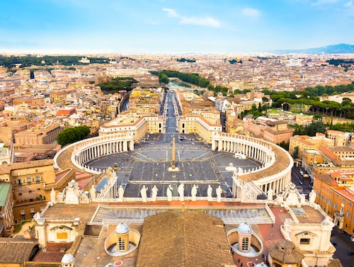 På Vatikanmuseerna i Rom kan du bland annat uppleva det Sixtinska kapellet med de fantastiska takmålningarna, vilket är den näst mest populära sevärdheten under 2018.