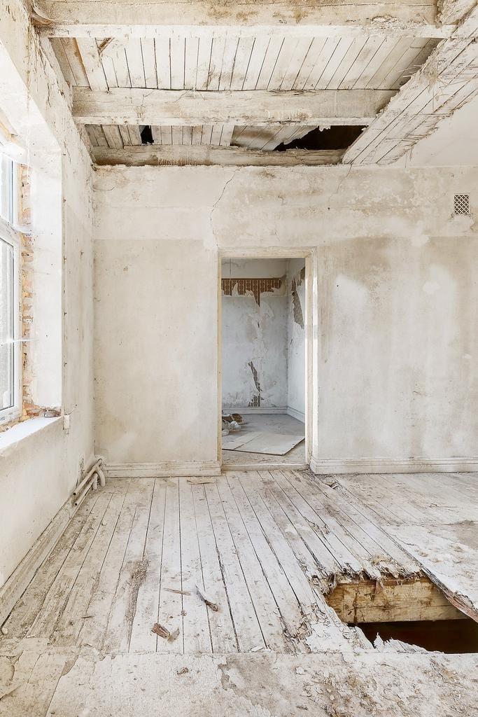 Utgångspriset ligger på endast 1 195 000 kronor... men här krävs total renovering!