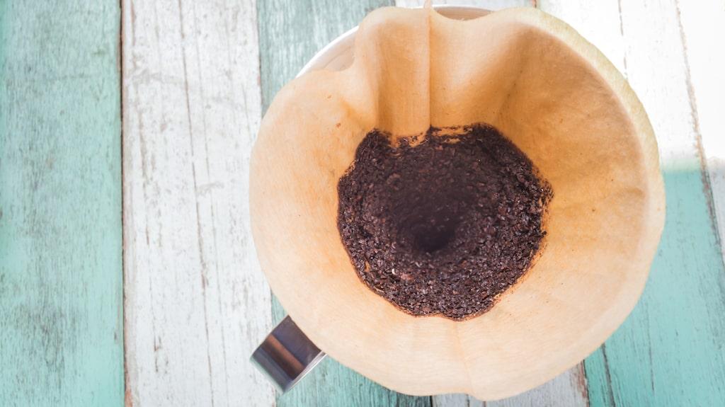 Kaffesump tar bort dåliga lukter, ohyra och ingrodd smuts.