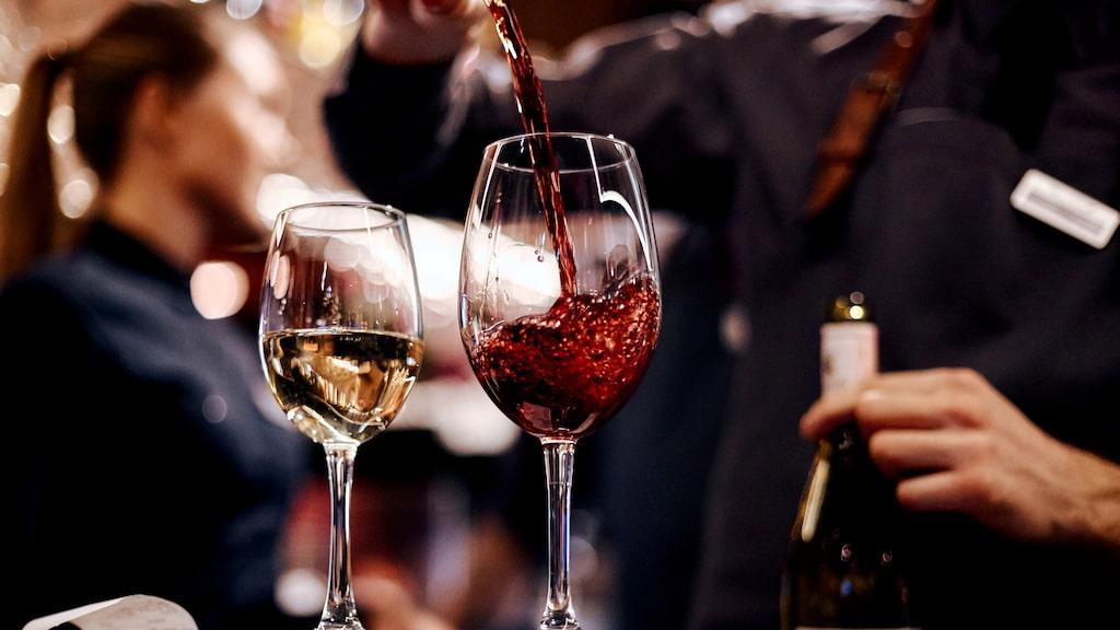 Systembolaget skriver ut sockerhalten i vinet. Varför gör inte alltid vinexperterna det, undrar en läsare.