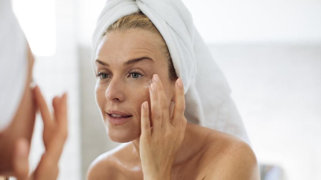 När huden känns torr och fnasig kan det vara lockande att ta till peeling. Men för mycket peeling får motsatt effekt.