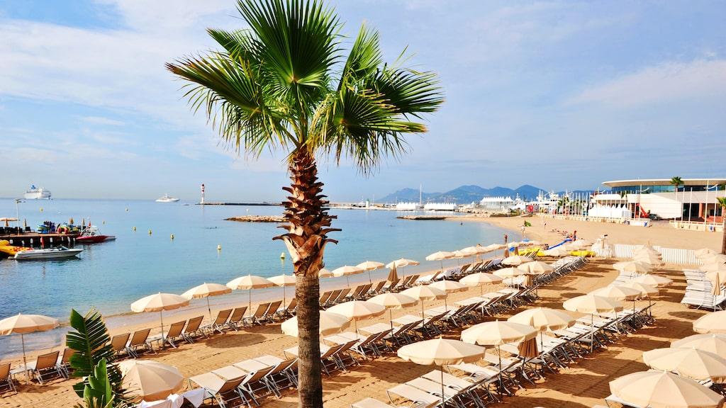 Cannes har en av de finaste sandstränderna på Franska rivieran.