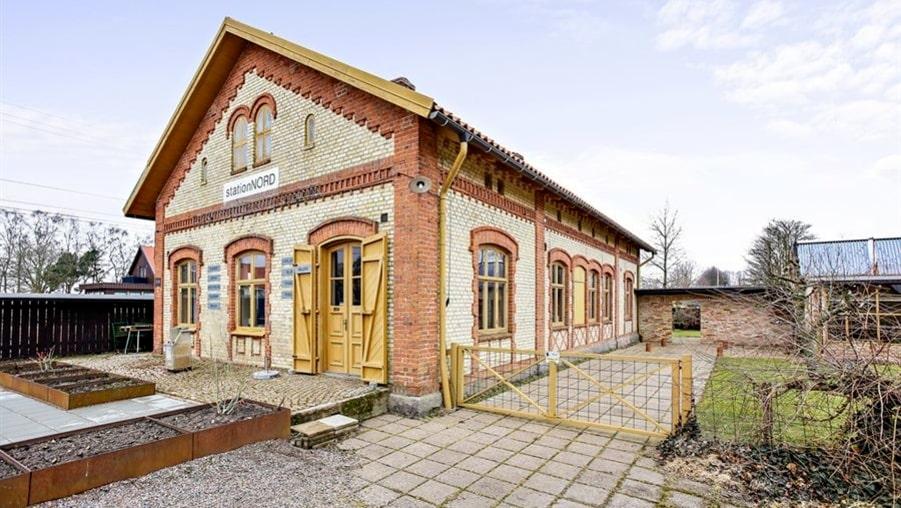 Ett historiskt stationshus från 1876.