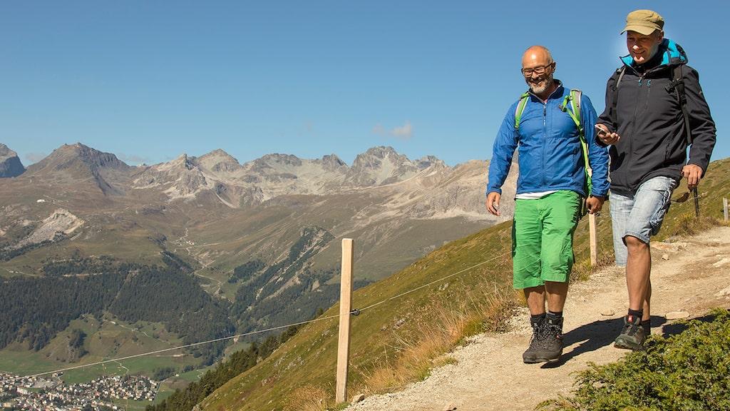 Allt om Resors medarbetare Alvaro Susena och guiden Adrian Gilly njuter av vandring i fina stigar.