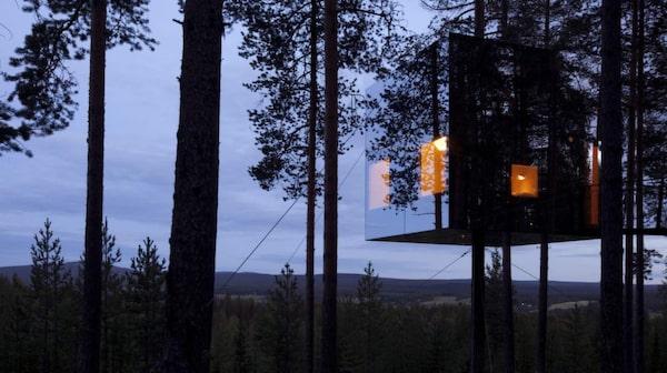 Treehotel. Fem arkitektritade trädhus á ett rum vardera har satt lilla Harads 40 km nordväst om Boden på världskartan.