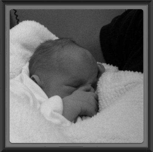 """Filippas och Anderas son Neo föddes i juni 2012 med den ovanliga kromosomavvikelsen Trisomi 13. """"Vi fick behålla honom i 18 dagar innan han fick somna in"""", säger Filippa."""