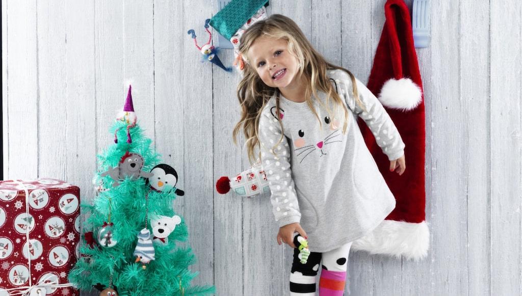 Julpyssel passar både för de små och större barnen. Här nedan har vi tagit fram tips på diverse julpyssel.