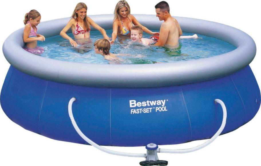 För hela familjen.<br>Fast set pool med yttermått diameter 366 och höjd 91 centimeter. Pris med filter, termopresenning, bottenskydd och intruktions-DVD 998 kronor, hornbach.com.