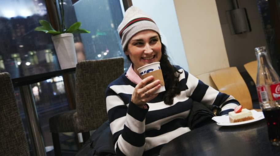 """<strong>Hur viktigt är kvalitetskaffe?</strong><br>Stephanie Bengtsson, 23, kallskänka, Solna: """"Det är väldigt viktigt! Ju bättre kvalité, desto mer smak och aromer är det. Jag kommer från ett kaffeland, Colombia""""."""