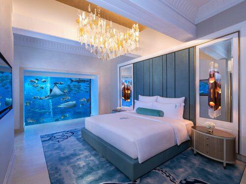 Undervattenssviterna på Atlantis the Palm har panoramafönster mot hotellets enorma akvarium.