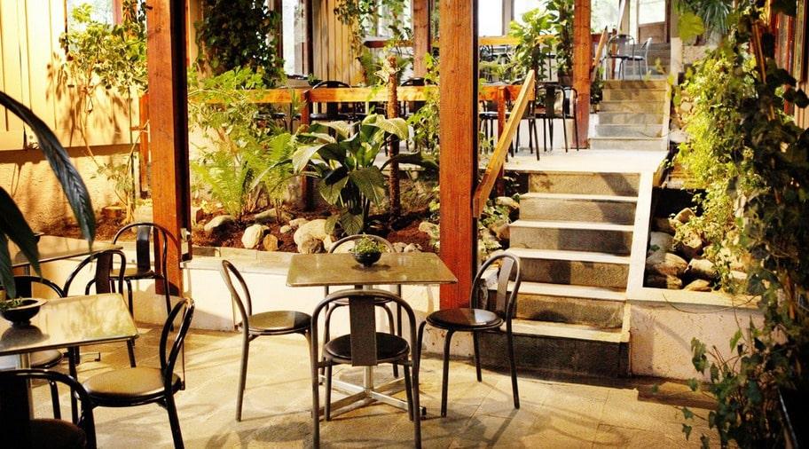 På restaurangen 3 gröna rum känns inne som ute.