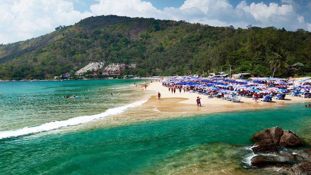 Nai Harn beach, där lagunen möter havet.