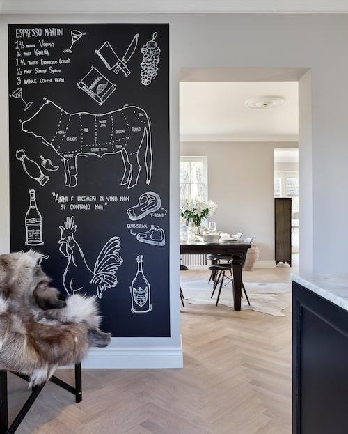Nathalies väninna Josefin har gjort den snygga chalkboarden som innehåller allt vad Nathalie och Martin älskar i matväg.