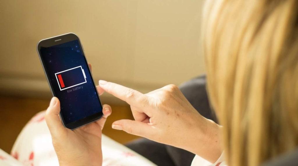 Dåligt batteri på din Iphone? Stäng av de automatiska programuppdateringarna för appar på telefonen –det drar jättemycket batteri.