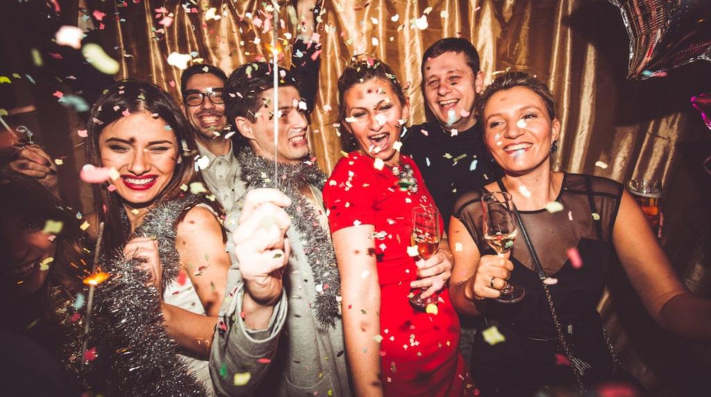 Snart är det dags. Nyårsslaget med alla dess fester. Här får du bästa tipsen!