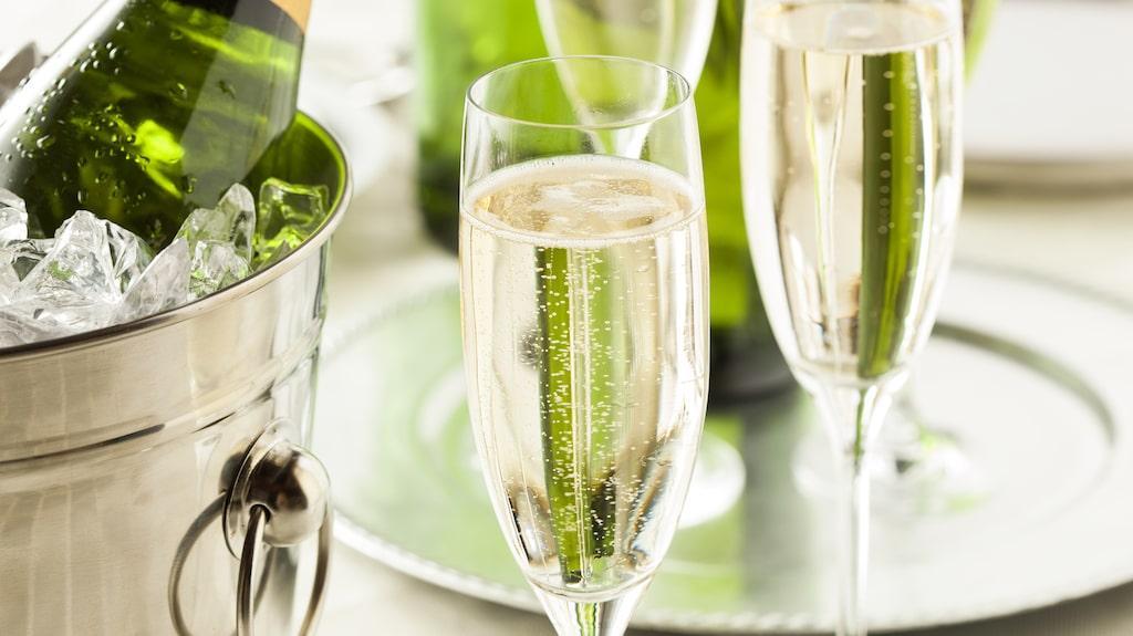 Vad passar allra bäst att äta till Champagne?