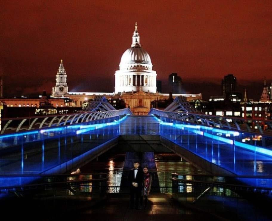 St. Paul's Cathedral i London fick också besök av Jinna Yang och pappan.
