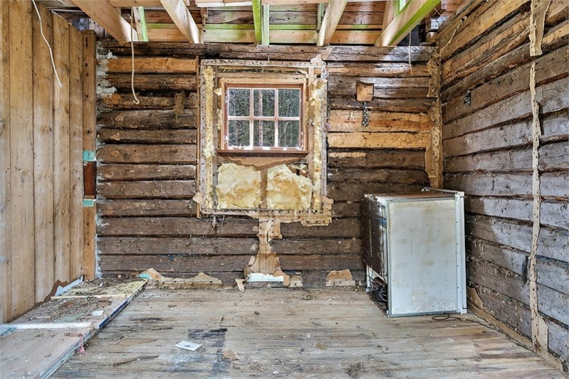 Boarean är på 40 kvadratmeter och rumsfördelningen består av hall, kök och kammare på bottenvåningen.