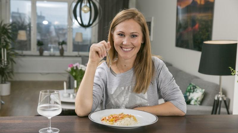 Tv-profilen Maria Forsblom visar upp sitt mysiga kök med öppen planlösning.
