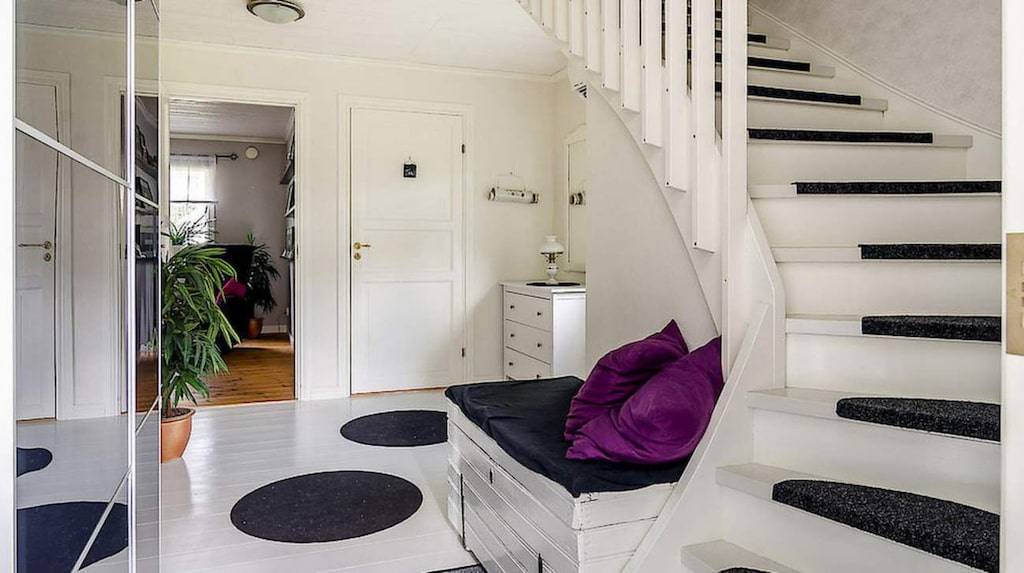 Huset har fem rum på 180 kvadratmeter.