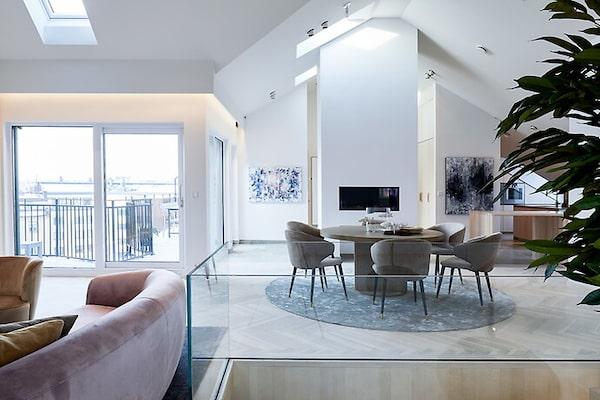 Lyxig takvåning för drygt 60 miljoner kronor på Östermalm.