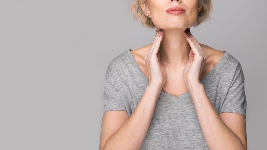 Struma innebär att du har en förstorad sköldkörtel. Knölstruma är den vanligaste varianten.
