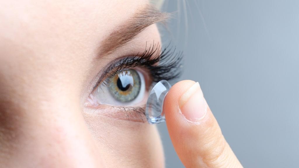 Sover du med dina kontaktlinser?