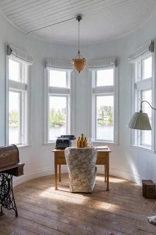 Här i det vackra tornrummet kanske författarinnan Helga Nõu, då flykting, satt och skrev på något alster...